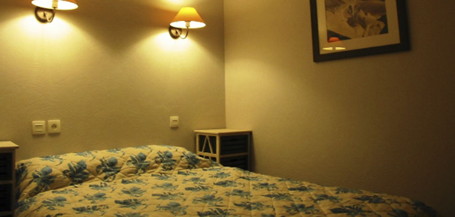 France_valmorel_chalet_valeriane_bedroom.jpg